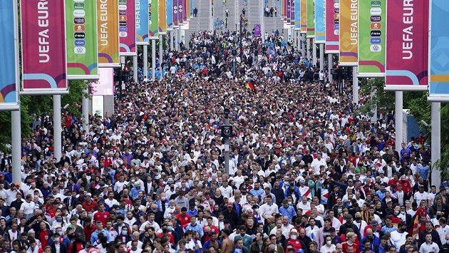 Fanoušci opouštějí Wembley po utkání Anglie - Německo, ilustrační foto.