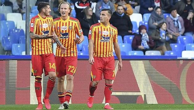 Antonín Barák (druhý zleva) se spoluhráči z Lecce.