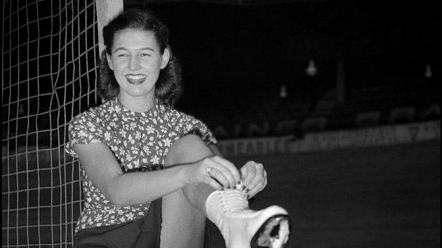 Ája Vrzáňová na MS v Paříži. Ve městě nad Seinou v roce 1949 získala svůj první světový titul.