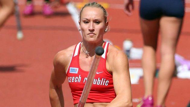 Tyčkařka Romana Maláčová při mistrovství Evropy v Curychu.