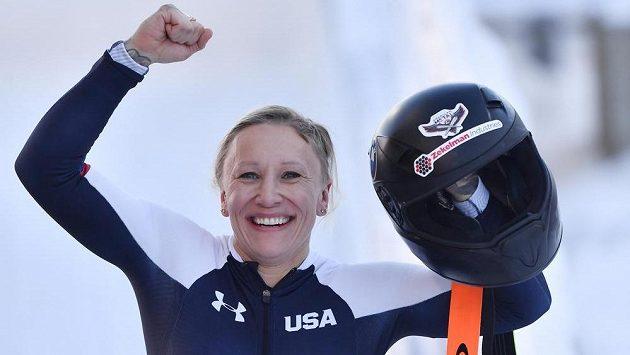 Bobistka Kaillie Humphriesová se raduje po závodě monobobů v Altenbergu.