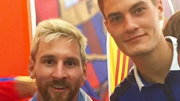 Patrik Schick (vpravo) a fotbalová modla Lionel Messi. Utkají se v Drážďanech...?