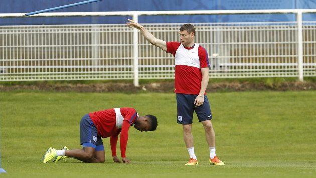 Fotbalisté Liverpoolu (zleva) Daniel Sturridge a James Milner. Ilustrační foto.