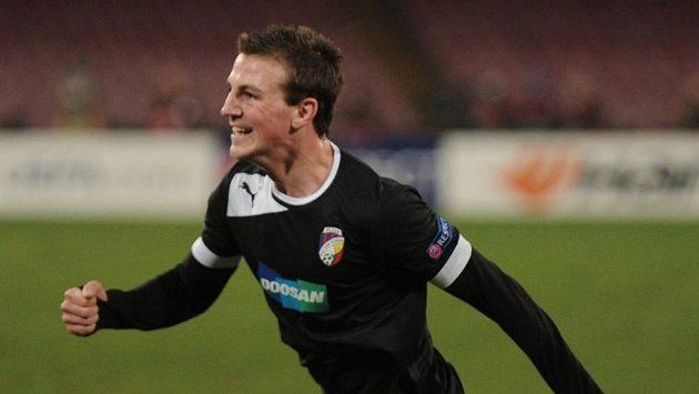 Záložník Viktorie Plzeň Vladimír Darida se raduje z gólu na hřišti Neapole.