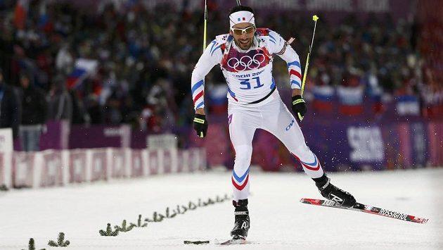 Francouzský biatlonista Martin Fourcade spěchá ve vytrvalostním závodu na 20 km pro druhé olympijské zlato.