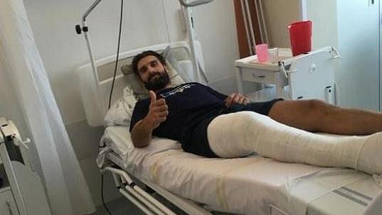 Hokejový útočník Přerova Jiří Goiš skončil v nemocnici, zasáhla soupeřova brusle.