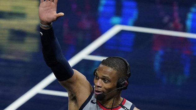 Spokojený rozehrávač Washingtonu Russell Westbrook po zápase NBA proti Indianě.
