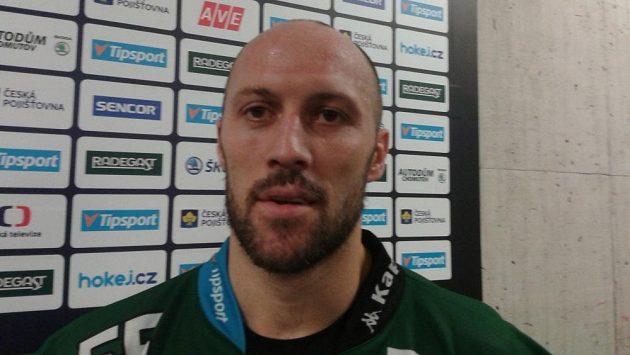 Ivan Rachůnek v dresu Karlových Varů po zápase v Chomutově.