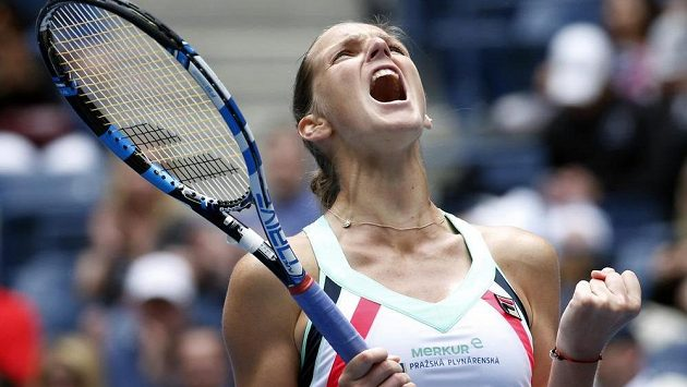 Karolína Plíšková měla po nepříznivém vývoji utkání s Čang Šuaj z postupu dvojnásobonou radost.