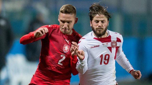Pavel Kadeřábek a Lasse Schöne z Dánska během přátelského utkání v listopadu 2016 v Mladé Boleslavi.