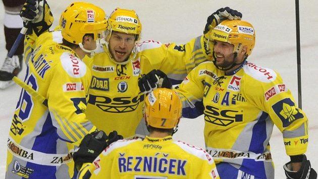 Hokejisté Zlína se radují z gólu (ilustrační foto).