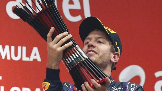 Sebastian Vettel se raduje z titulu.