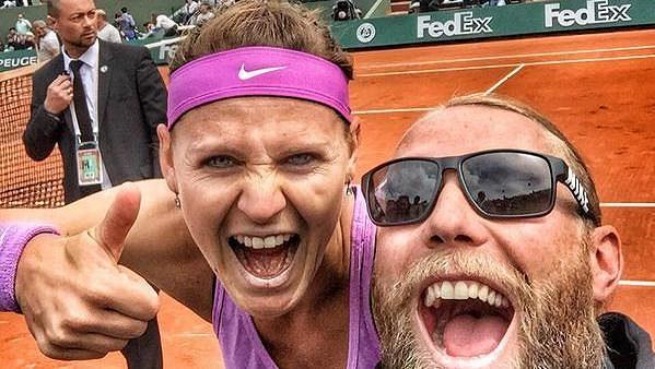 Rob Steckley a Lucie Šafářová po postupu do semifinále French Open.