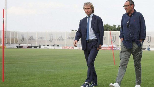 Viceprezident Juventusu Pavel Nedvěd a kouč Juve Maurizio Sarri.