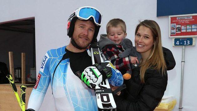 Bode Miller, jeho syn Samuel, kterého má se Sarou McKennovou, a současná manželka Morgan Becková.
