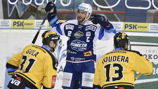Kapitán Brna Leoš Čermák se raduje z gólu proti Litvínovu.