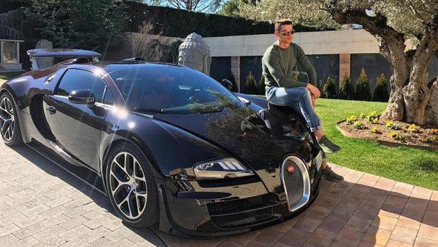 Cristiano Ronaldo a jeho Bugatti Veyron GSV.
