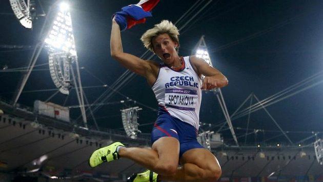 Euforie radosti oštěpařky Barbory Špotákové po druhém olympijském triumfu