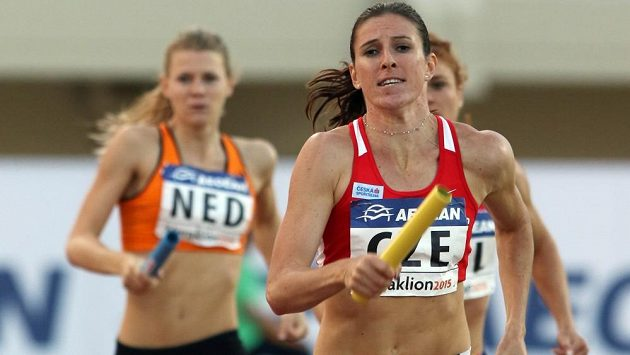 Zuzana Hejnová vede českou štafetu k vítězství na mistrovství Evropy družstev v Heraklionu.