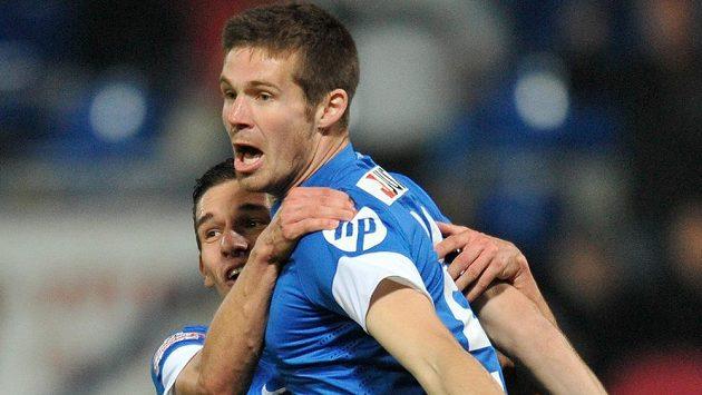 Stoper Slovanu Liberec Jiří Pimpara (vpravo) a záložník David Pavelka se radují z vítězné branky proti Příbrami.
