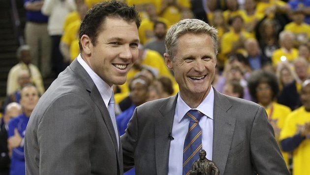 Basketbalový kouč Luke Walton (vlevo) povede jako hlavní trenér Los Angeles Lakers.