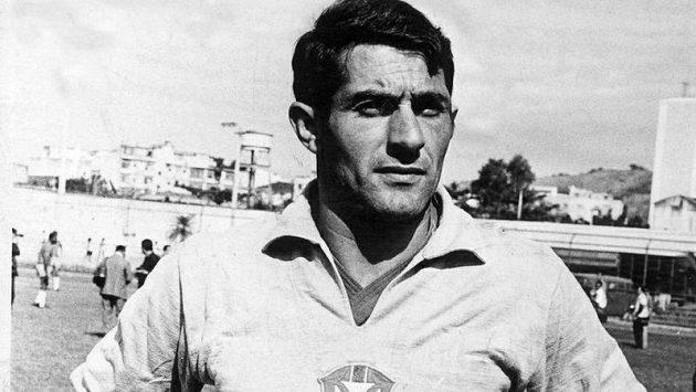 Slavný brazilský gólman Félix na dobovém snímku z roku 1968