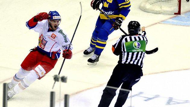 Robert Kousal oslavuje svůj gól proti Švédsku.