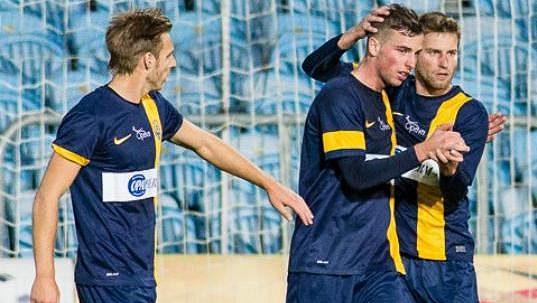 Fotbalisté Opavy se radují z gólu (ilustrační foto).