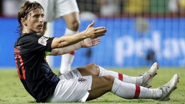 Zoufalý Luka Modrič během debaklu Chorvatů ve Španělsku.