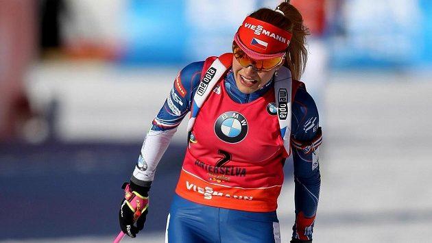 Gabriela Koukalová v cíli závodu s hromadným startem v italské Anterselvě.
