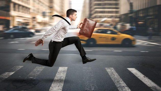 Už jste si někdy doběhli do práce? Zkuste ale jiný oblek.