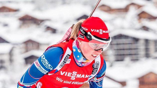 Stíhací závod Světového poháru biatlonistek ve francouzském Annecy, na snímku Eva Puskarčíková.