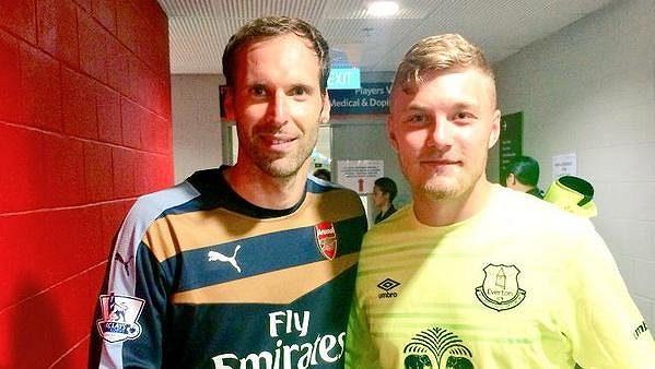 Jindřich Staněk (vpravo) se během letního turné v Singapuru potkal s Petrem Čechem.
