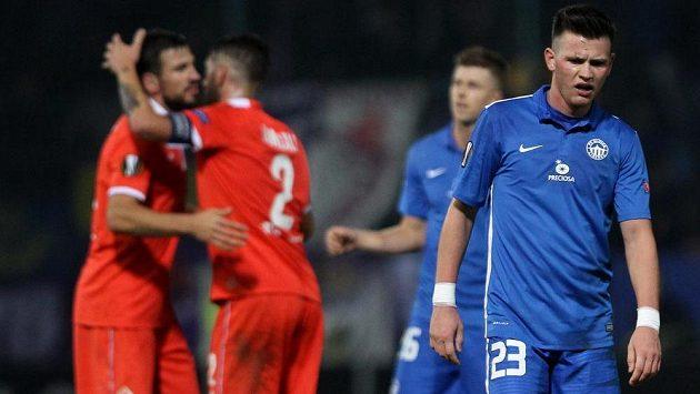 Zklamání v tváři libereckého záložníka Egona Vůcha (vpravo) během utkání s Fiorentinou.