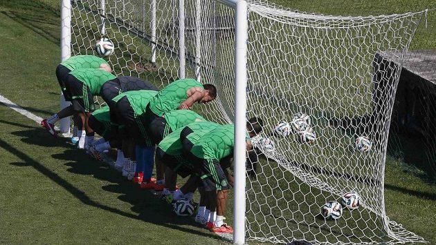 Na tréninku mexických fotbalistů v Brazílii panuje dobrá nálada.