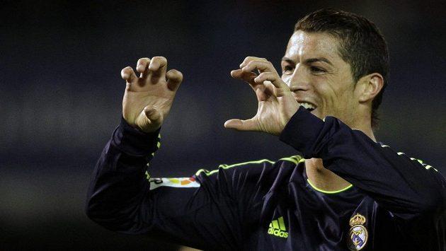 Cristiano Ronaldo z Realu Madrid oslavuje své trefy na hřišti Celty Vigo.