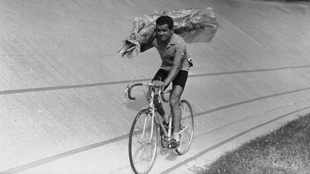 Francouzský cyklista Roger Walkowiak na archivním snímku.