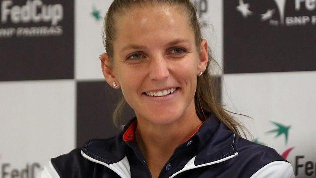 Dobře naladěná Karolína Plíšková na tiskové konferenci českého týmu před víkendovým utkáním s Rumunskem.