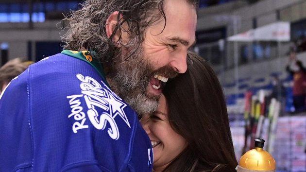 Jaromír Jágr se svou přítelkyní Dominikou po postupu Kladna do extraligy