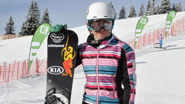 Snowboardistka Ester Ledecká na závodní trati v rakouském Lachtalu.