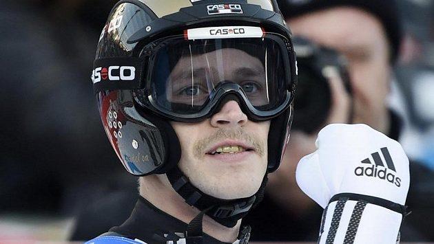 Roman Koudelka se raduje z triumfu v závodu Světového poháru v německém Klingenthalu.