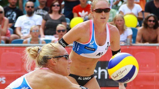 Ani vítězství ve finále na ME proti českému páru Kolocová, Kvapilová (na snímku) německé plážové volejbalistce nestačilo k tomu, aby se udržela v elitním tréninkovém centru.