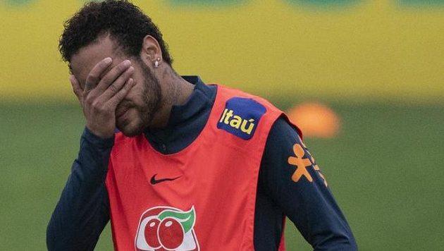 Hvězdnému brazilskému fotbalistovi Neymarovi hrozí potíže se zákonem nejen kvůli obvinění ze znásilnění, ale také za to, že v rámci své obrany zveřejnil komunikaci přes WhatsApp s údajnou obětí.