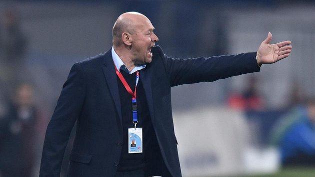 Trenér Plzně Miroslav Koubek během utkání se Spartou.