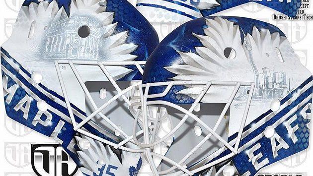 Nová maska Petra Mrázka, kterou bude nosit během angažmá v Torontu.