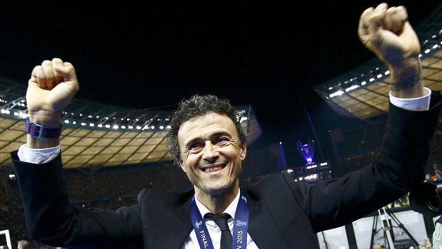 Šťastný trenér Barcelony Luis Enrique po triumfu v Lize mistrů.