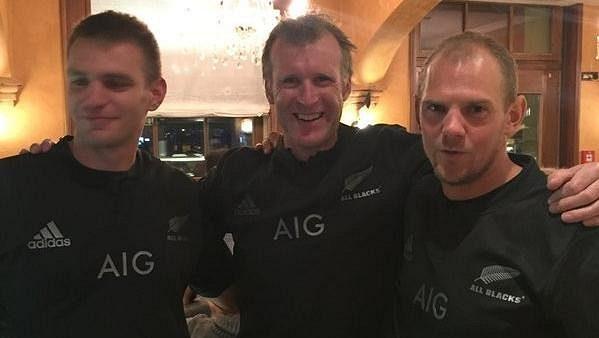 Zleva Ondřej Synek, Mahé Drysdale a Olaf Tufte v dresech All Blacks.