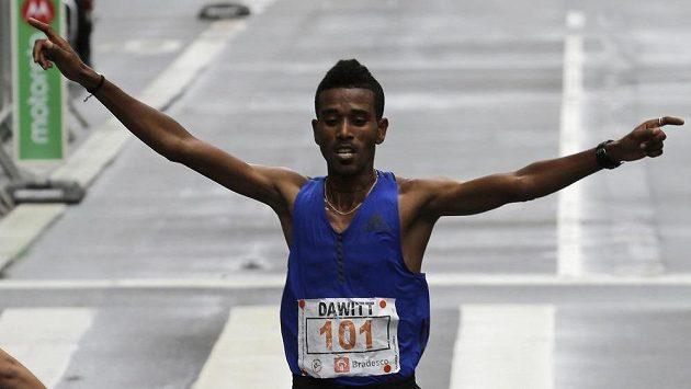 Tradiční Silvestrovský běh v Sao Paulu vyhrál Etiopan Dawit Admasu.