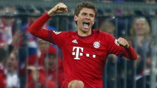 Thomas Müller se raduje. Dvěma góly vyřadil Brémy z Německého poháru.