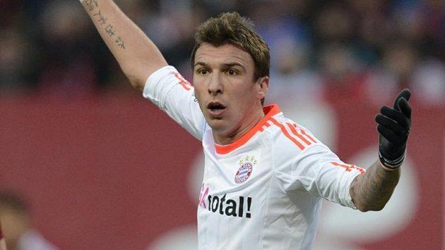 Chorvatský střelec ve službách Bayernu Mnichov Mario Mandžukič.